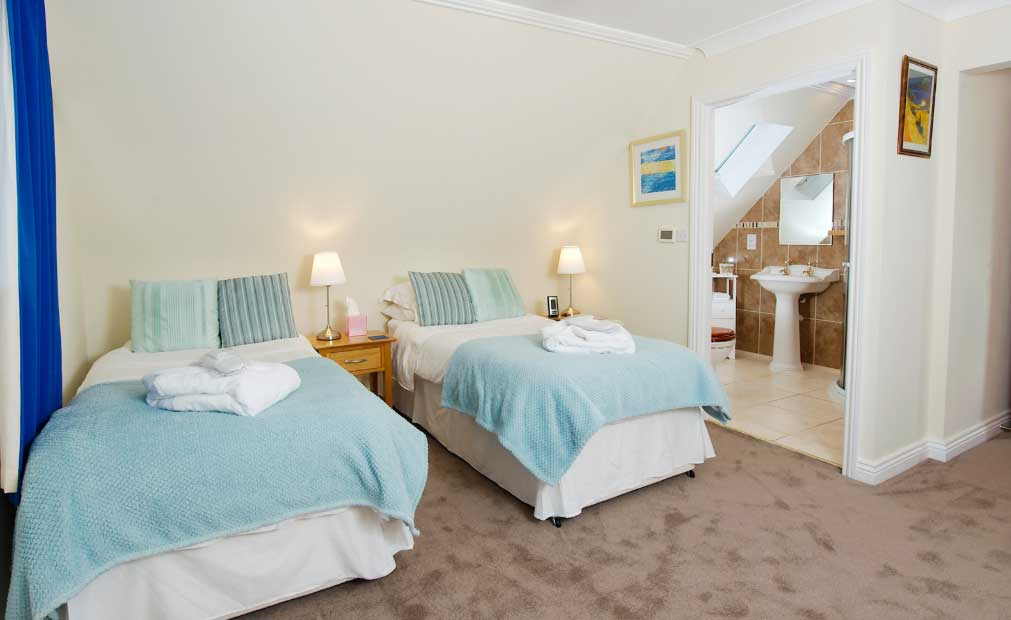 twin beds at wadebridge bed and breakfast