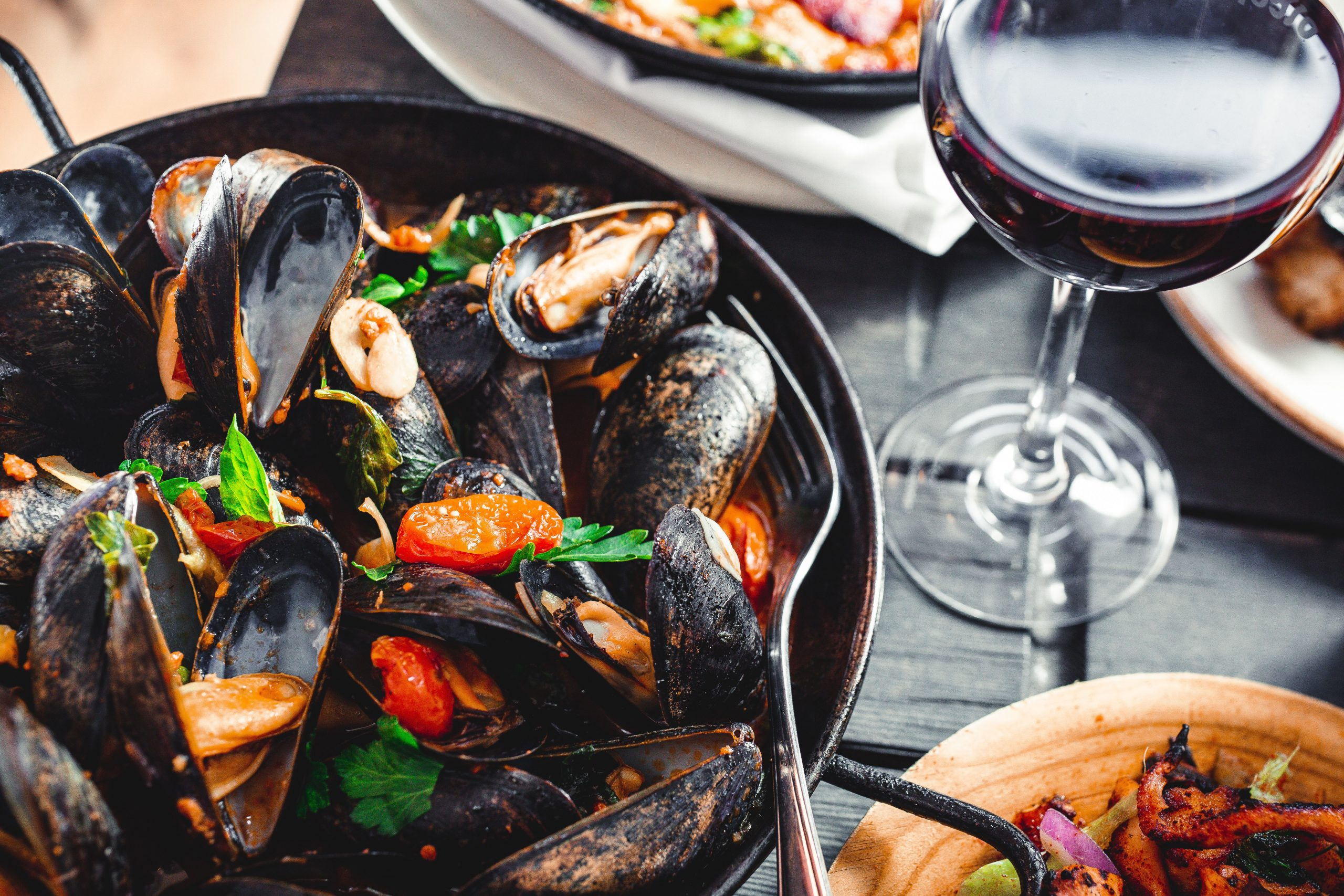 A bowl of fresh mussels can be found in many fine dining restaurants in Cornwall